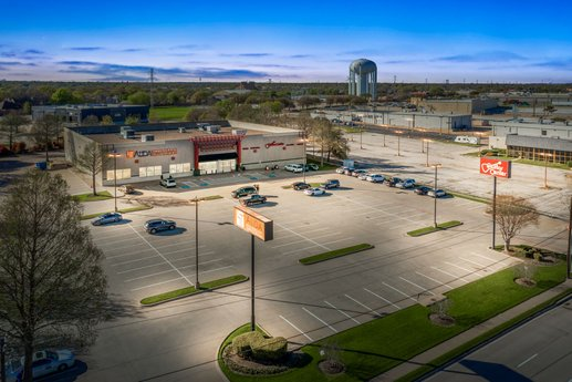 Avison Young brokers $4.88 million sale of multi-tenant retail property occupied by Guitar Center and Alida Restaurant Supply in Plano, TX