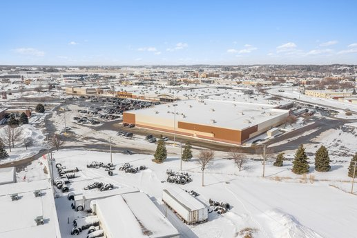 Avison Young brokers $4.5 million sale of a value-add, 232,347-sf mall in Norfolk, NE