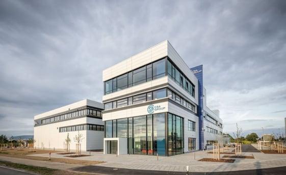 Avison Young berät beim Verkauf der CSA Europazentrale: EUROVALYS erwirbt Büro- und Laborensemble in Plattling