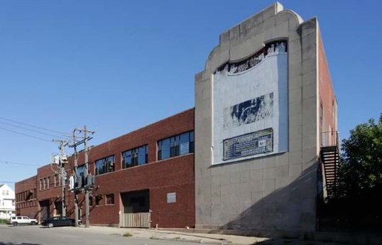 Cluster of industrial properties in Hermosa trade, set for renovation