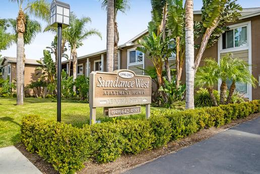 Avison Young brokers $16.35-million apartment building sale in Costa Mesa, CA